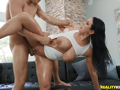 Milf goes extreme on a younger dick