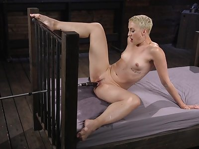 Milf with short hair, fuck machine solo