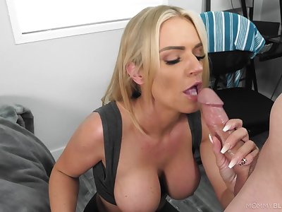 Blonde maw gets the attraction of a young dong