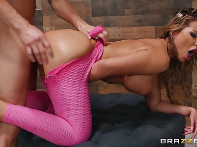 Seductive wife screams with the whole dick inside her