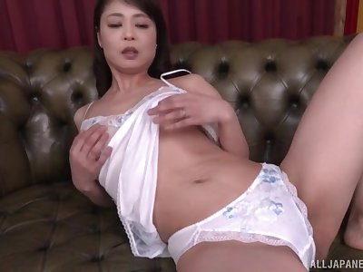 Mature Asian wife Ootomo Izumi freebooting and masturbating on the sofa