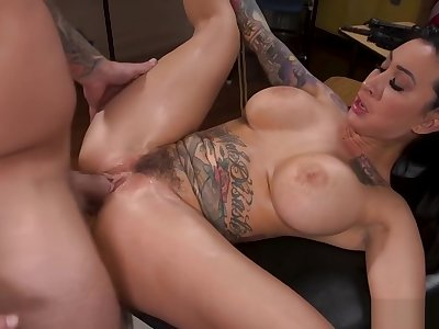 Copulation addict fucks tied domineer alt babe