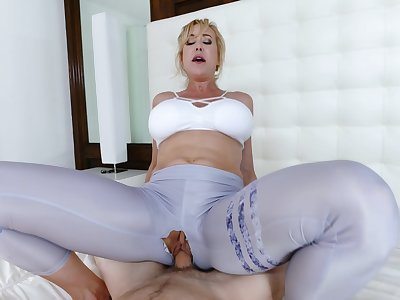 Mommy loads their way virgin cunt with the step son's endless dong