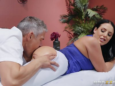 MILF goes full erotic with the masseur's generous penis