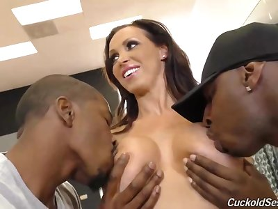Busty milf sunless is having an interracial group sex far the gym, instead of doing her workout